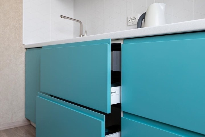 Белый кухонный гарнитур-Кухня МДФ в эмали «Модель 584»-фото7