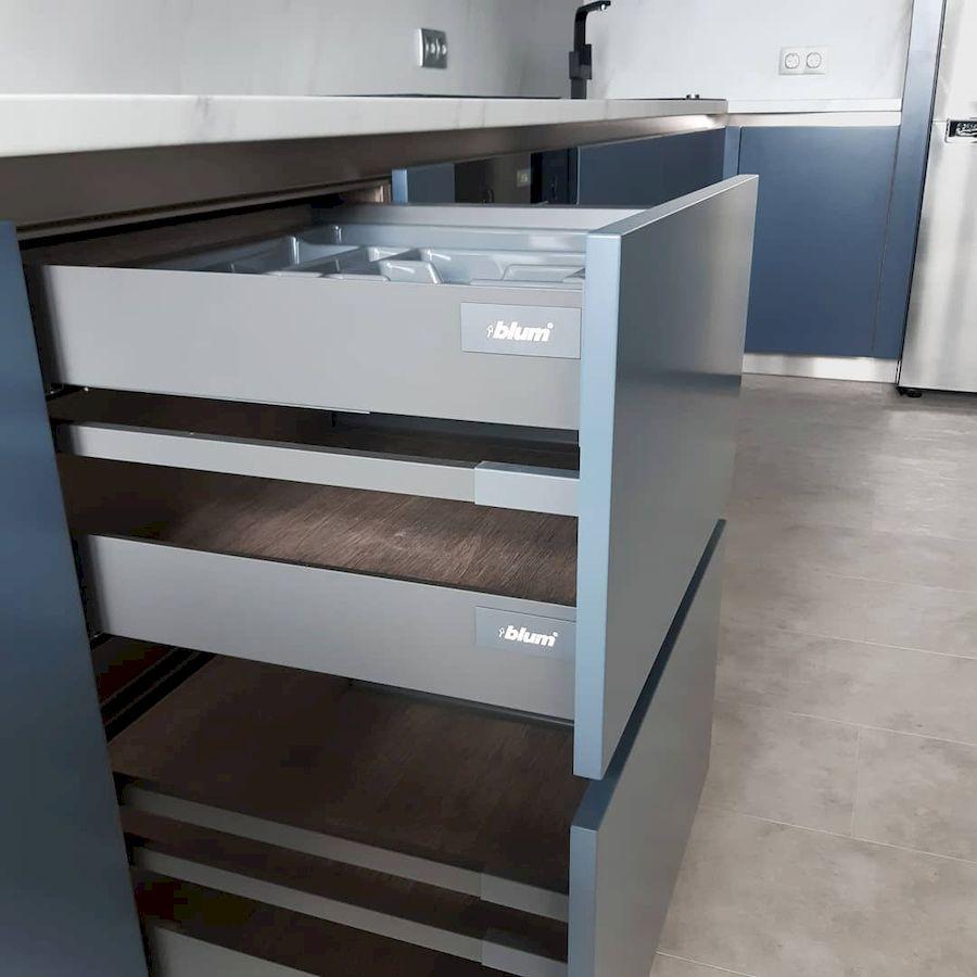 Белый кухонный гарнитур-Кухня МДФ в эмали «Модель 647»-фото5